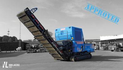 Uniek in België: JENZ BA 725 D op rupsen geleverd bij Hector Van Moer & Zonen